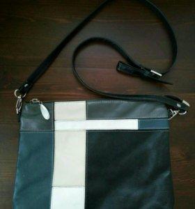 Кожаная сумочка на ремешке