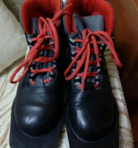 Лыжные ботинки 33 р.