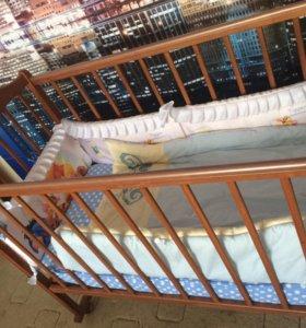 Детская кроватка с матрацем и бортиками