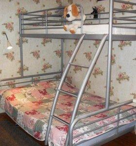 кровать 2-х ярусная из металлической трубы