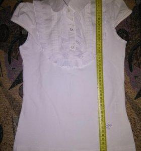 Блузки 2 шт ,одна новая,другая в идеальном состоян