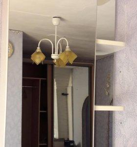 Шкаф в ванную с зеркальной дверцей