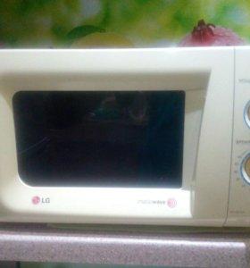 Микроволновая печь LG (б/у) в рабочем состоянии