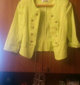Пиджак для девочки, размер 44.Новый.
