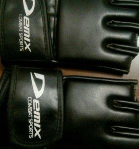 Продам перчатки UFC