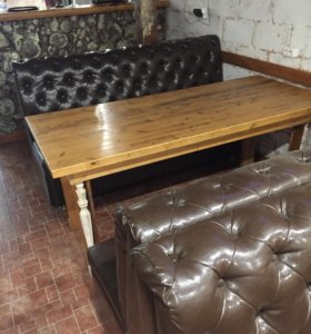 Стол и два дивана