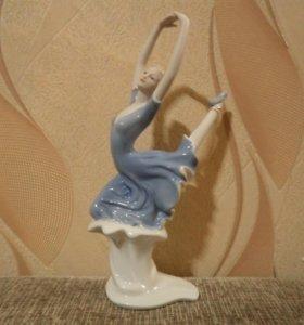 Фарфоровая статуэтка девушка балерина