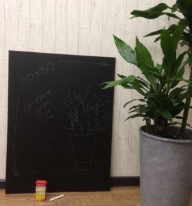 Чёрная доска для рисования мелом
