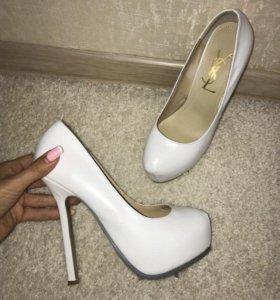 61faaf2a5906 Женская обувь в Москве - купить модные туфли, сапоги, кроссовки ...