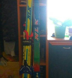 Продам лыжи, две пары .