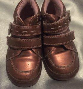 Красивые ботинки 25