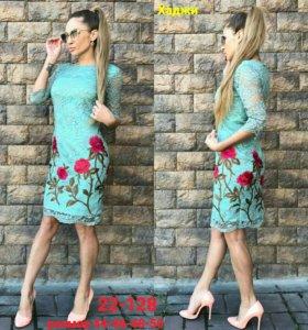 Продается новая платья с вышивкой цветами