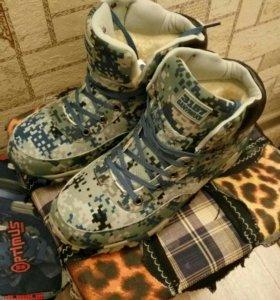 Новые зимние ботинки 43-44 размер