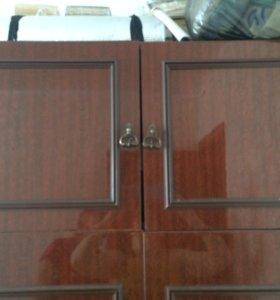 Шкаф с полочками