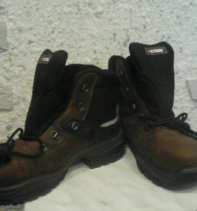 Рабочая обувь. Новые ботинки с железными мысами.