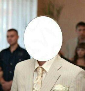 Свадебный костюм одет 1 раз.Состояние идеальное.