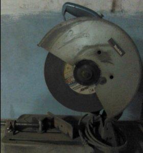 Пила отрезная по металлу Makita 2414NB