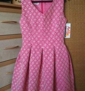 Платье новое из парчи р. 42