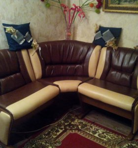 Угловой диванчик для гостинной