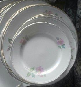 Набор тарелок и большое блюдо