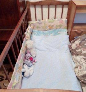Кроватка—качалка с матрасом.