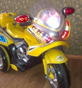 Электромобиль-скутер