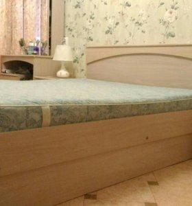 Кровать и тумбы