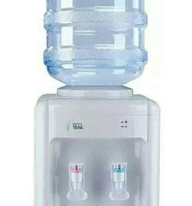 Кулер для воды с бутылкой