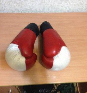 Продам боксерские перчатки и шлем