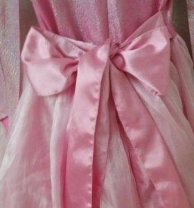 Нарядное платье с перчатками