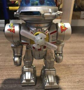 Робот- интерактивная игрушка
