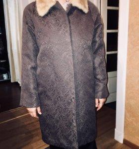 Пальто зимнее с воротником из норки
