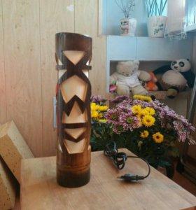 Лампа настольная из бамбука.