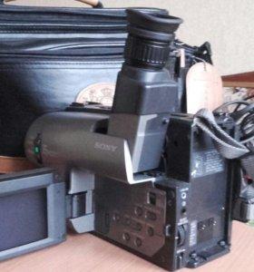 Видеокамера Sony Handycam Vision CCD-TRV