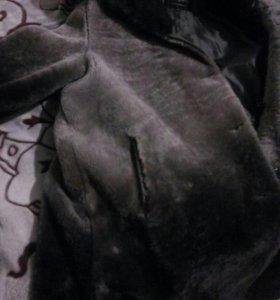 Мутоновая шуба с отороченым норкой капюшоном