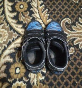 Ботинки черно синие.