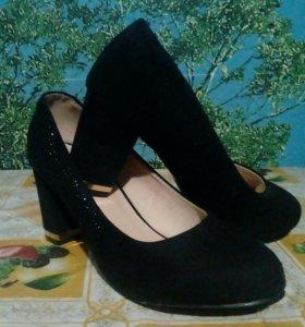 Туфли на каблуке(38р)