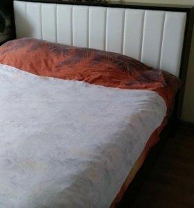 Двуспальная кровать.