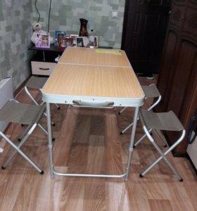 Раскладной стол и четыре стула
