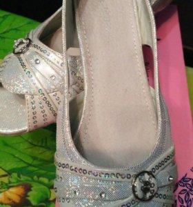 Продаются праздничные туфли на девочку
