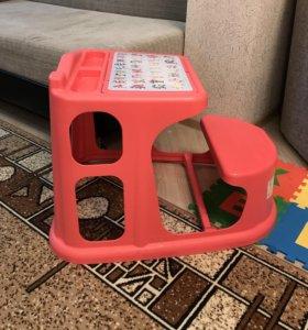 Стол детский для кормления и учения пластик