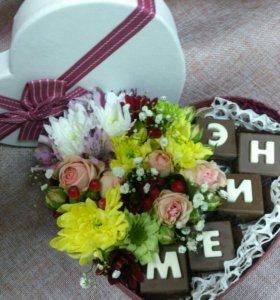 Коробочка с шоколадом и цветами на выбор