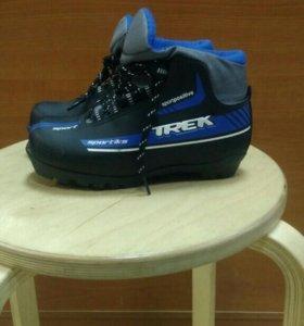Ботинки лыжные р33