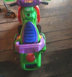 Детское автомобиль на аккумуляторе