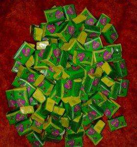 Love Is - пластик жвачки + вкладыш или наклейка