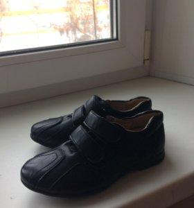 Отличные кожаные детские туфли размер 28