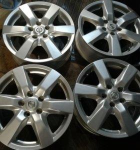 Продам оригинальные литые диски R17 5/114.3ET45