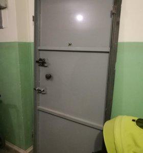 Продаётся металлическая дверь