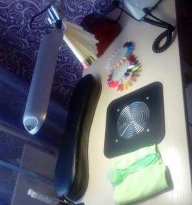 Маникюрный столик, со встпоенным пылесосом