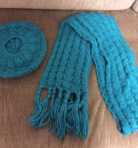 Берёт и шарф